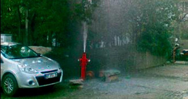 Çocuklar yangın hidrantını patlattı