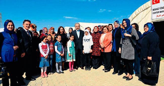 Suriyeli kadınlar günlerini Vali Büyük ve eşiyle kutladı