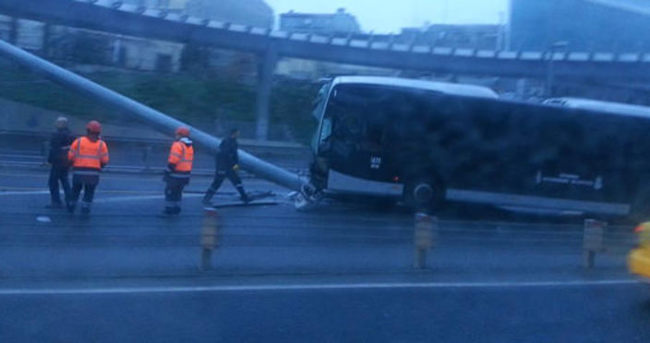 Metobüs yolunda kaza seferler aksadı