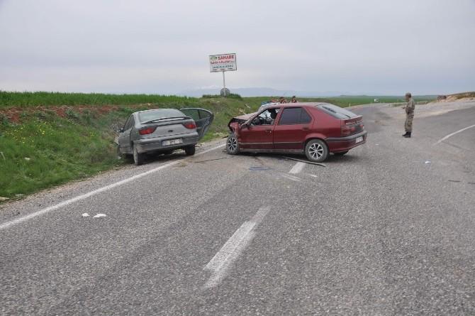 Adıyaman'da İki Otomobil Çarpıştı: 7 Yaralı