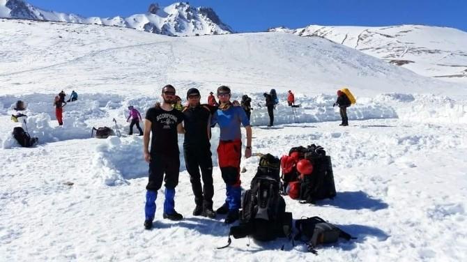 AKUT'tan Erciyes'in Zirvelerinde Kış Dağcılığı Eğitimi