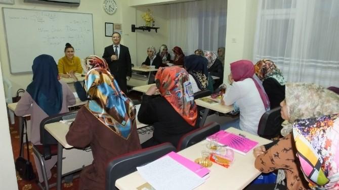 Burhaniye'de Kurs Öğretmenlerine Çocuk Etkinlikleri Eğitimi