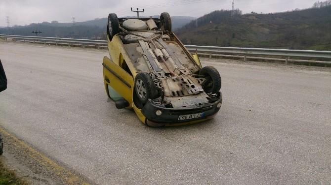 Yoldan Çıkan Araç Ters Döndü