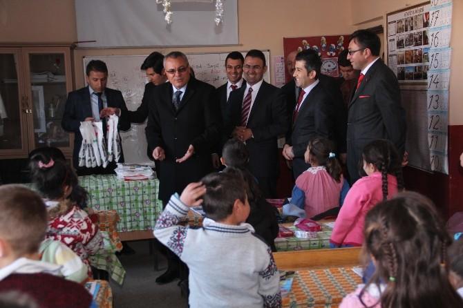 Vali Deniz Çıldır'daki Okulları Ziyaret Etti