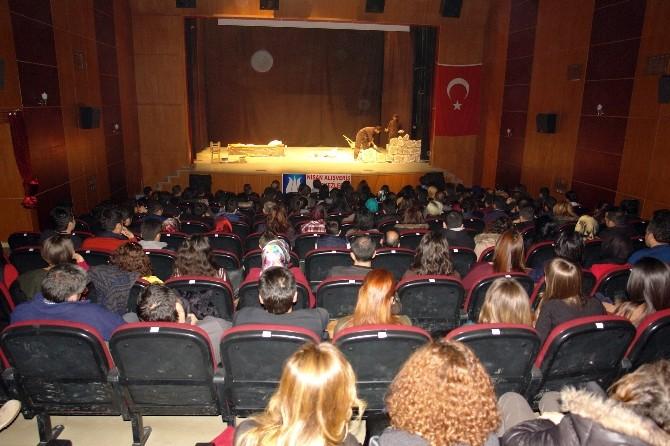 Yüksekova'ya Tiyatroyu Sevdirdiler
