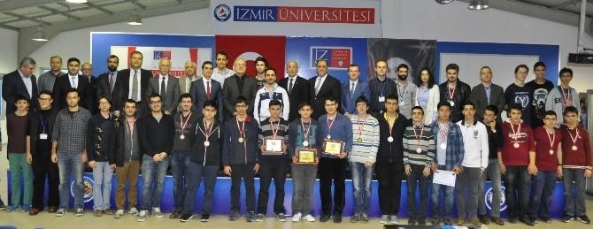 İzmir'de Bilgisayar Olimpiyatı Şampiyonları Belli Oldu