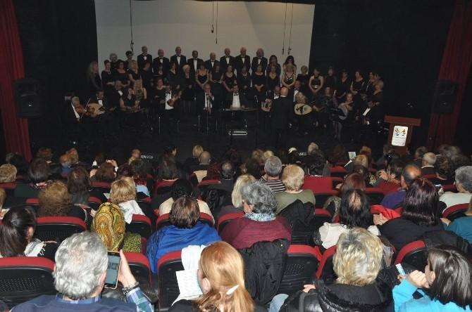 Kuşadası'nda Belediye Tsm Korosundan Konser