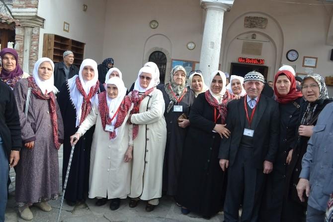 Kula'da 50 Kişilik Umre Kafilesi Dualarla Uğurlandı