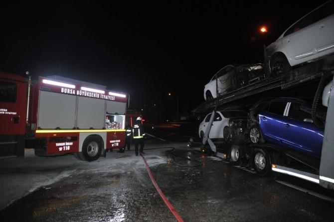 Tır'daki Sıfır Kilometre Otomobiller Küle Döndü