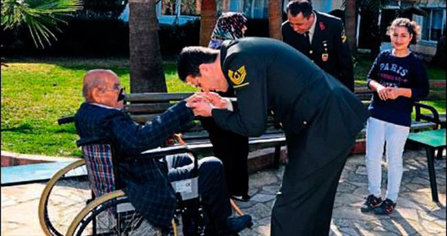 Mersin'de jandarma yaşlıları sevindirdi