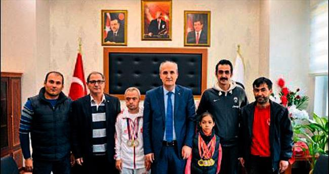 Şampiyon sporculardan başkan okay'a ziyaret