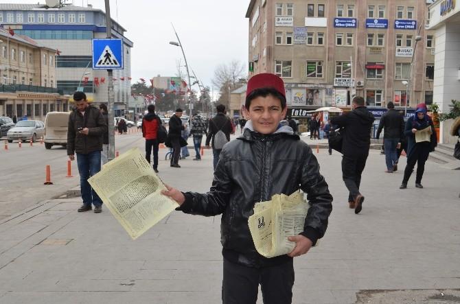 Erzurum'da Osmanlıca Gazete Dağıtıldı