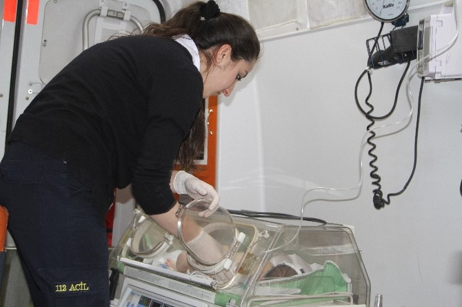 5 Günlük Bebek Askeri Helikopterle Van'a Getirildi