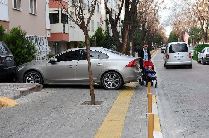 İzmir'de Engelli Vatandaşların Yolunu Kapatanlara Ceza Yağdı