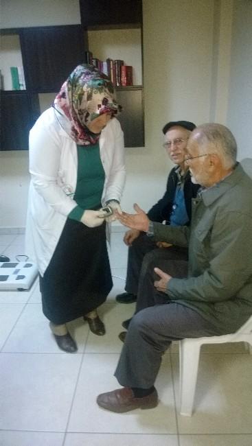 Emekliler Sağlık Kontrolünden Geçirildi