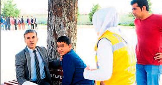 Okul bahçesinde öğrenci bıçaklandı