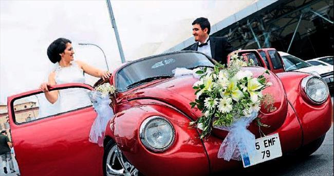 Düğün aracını süsleme ayrı bir telaş yaratıyor