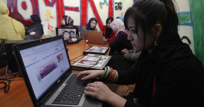 Kadınlar için 'pembe internet kafe'ler geliyor