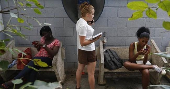 Küba'da ilk kez internet kafe açıldı