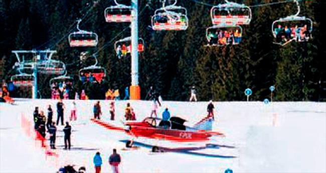 Kayak yaparken uçak çarptı!