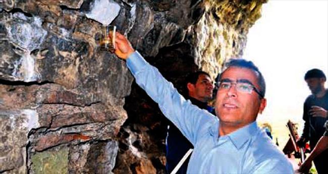 Tarihi kalenin taşlarından süt akıyor