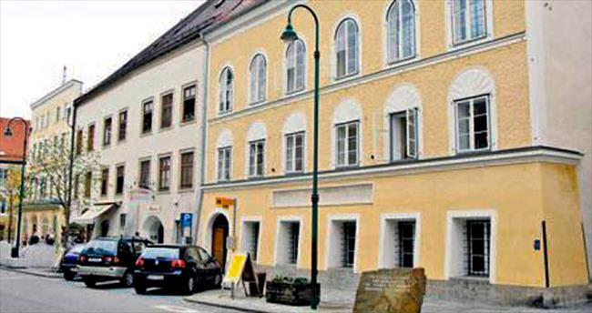 Hitler'in evine müze, ev sahibine takıldı