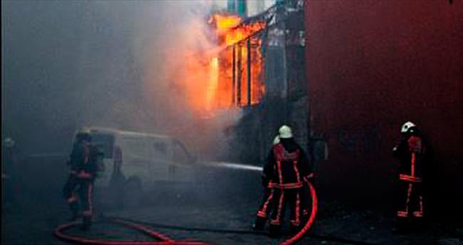 Trafo yandı Beyoğlu elektriksiz kaldı