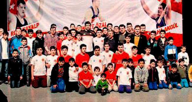 Şampiyon güreşçiler Akyurt'ta