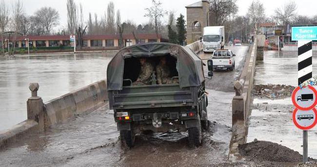 Edirne'de nehirler bir haftadır korkutuyor