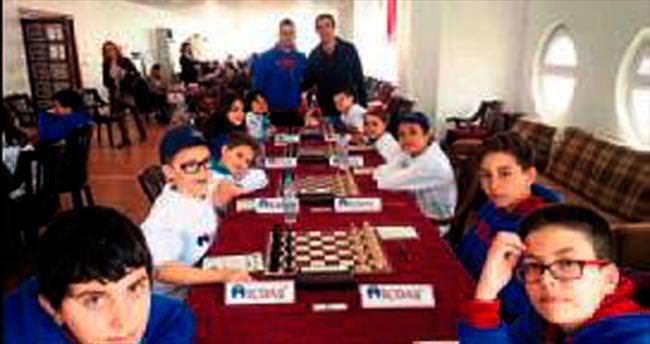Genç satrançcılar yarıştı