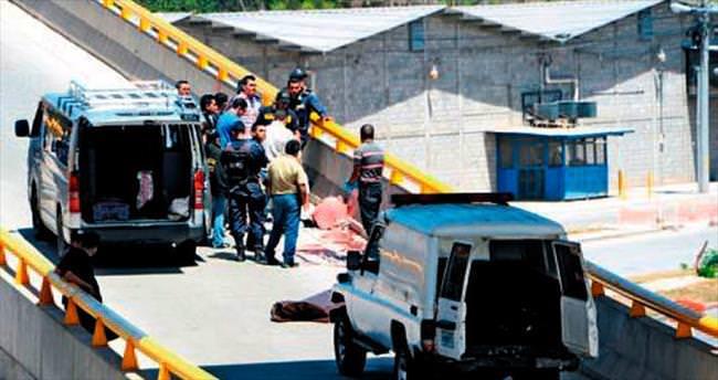 Honduras'ta üç mankene otoyolda infaz