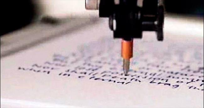 Bu robot herkesin el yazısını taklit ediyor