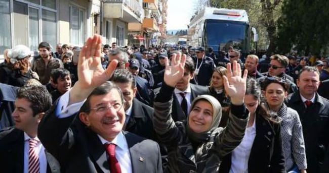 Davutoğlu'na Çanakkale'de sevgi seli