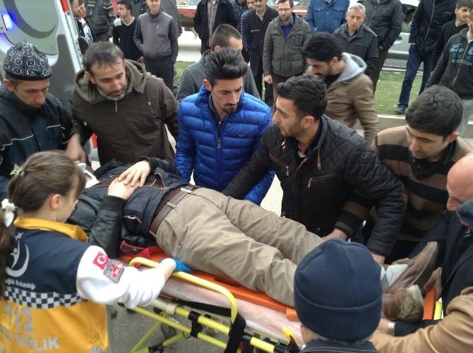 Minibüse Çarptı Motosiklet Sürücüsü Ağır Yaralandı