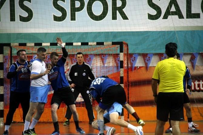 Trabzon'daki Hentbol Maçında Arbede Yaşandı