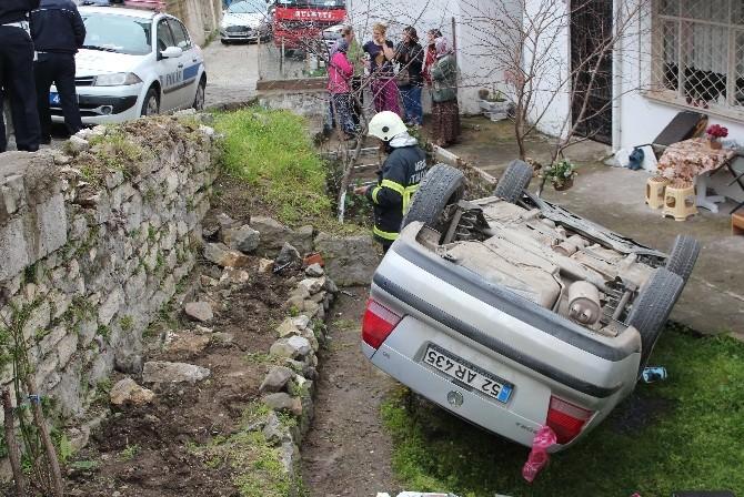 Otomobil Evin Bahçesine Yuvarlandı: 1 Yaralı