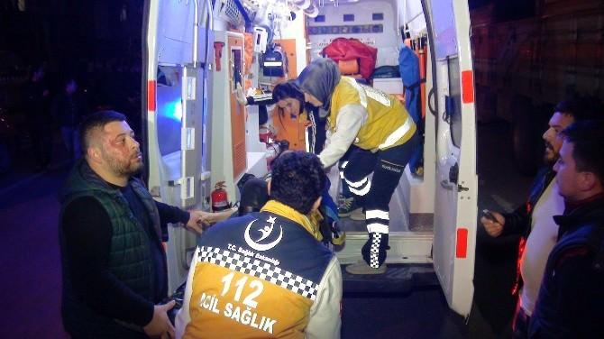 Sakarya'da Kamyonetle Otomobil Kafa Kafaya Çarpıştı: 3 Yaralı