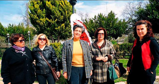 Bozyazılı kadınlar DOKÜDAR'ı kurdu