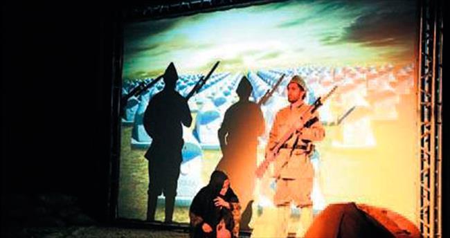 Tiyatro sahnesinde Çanakkale anıldı