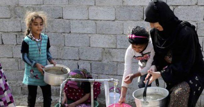 Türkmen kadınlar cephede yemek dağıttı