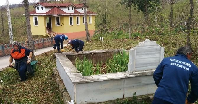 Trabzon Büyükşehir Tüm İlçelerdeki Mezarlıkların Bakım Ve Onarımını Yapıyor
