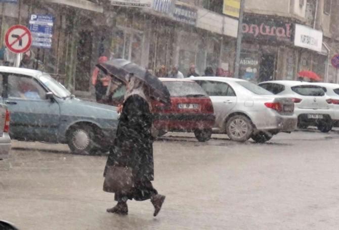 Simav'da 'Mart Kapıdan Baktırdı'