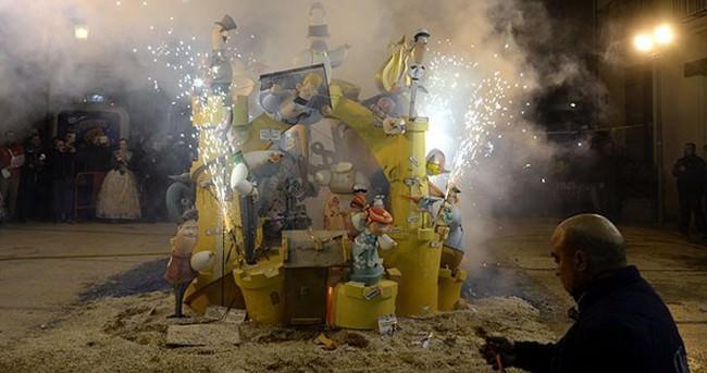 Las Fallas festivalinde siyasi mizah
