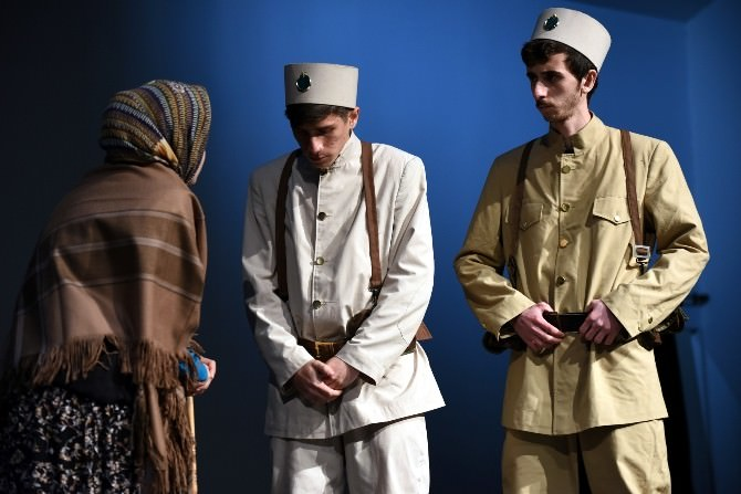 """AKÜ Öğrencileri """"Çanakkale'den Mektup Var"""" Adlı Tiyatro Oyununu Sahnelediler"""