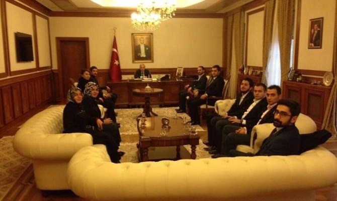 AK Parti Gençlik Kolları Vali Kamçı'yı Ziyaret Etti