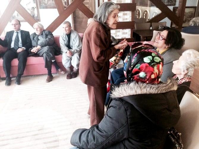 AK Partili Hanımlardan Yaşlılara Moral