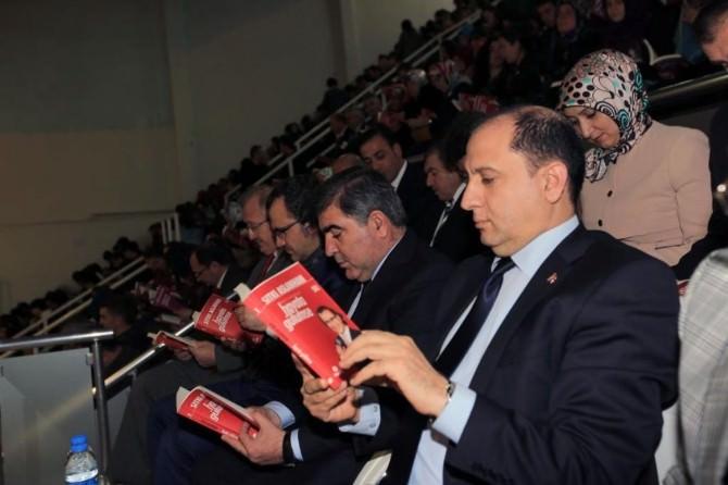 Salondaki Herkes Aynı Kitabı Okudu