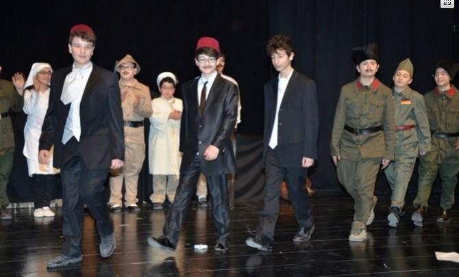 Ortaokul Öğrencilerinden Muhteşem Bir Tiyatro