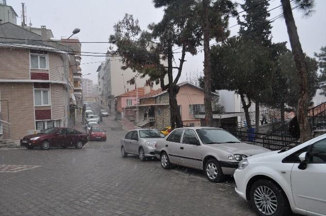 Demirci'de Kar Yağışı Başladı