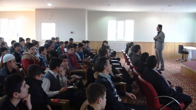 Kuran Kursu Öğrencilerine Madde Bağımlığı Anlatıldı